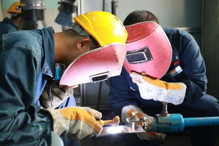 月薪过万的技术焊工